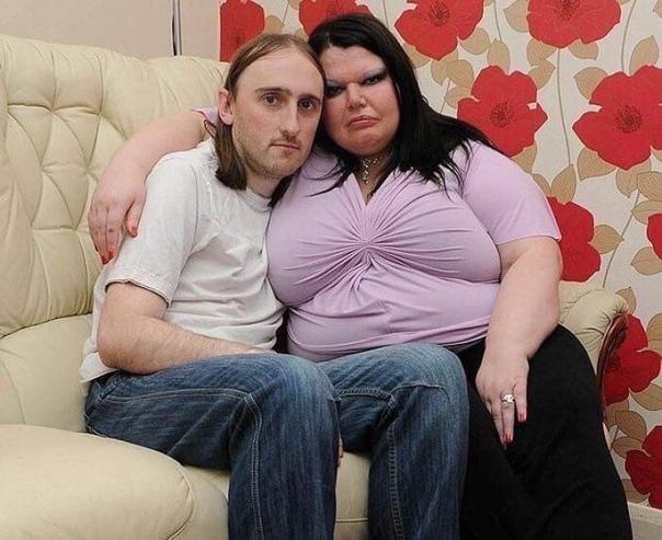 Жительница Великобритании настолько ревнует своего мужа, что ограничила телеканалы в доме лишь образовательными передачами и мультфильмами А если мужчина приходит из магазина - он обязательно