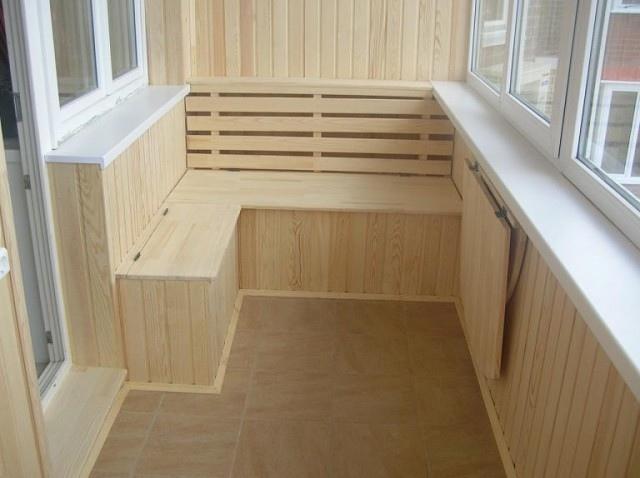 Несколько вариантов организации дополнительных мест хранения на балконе