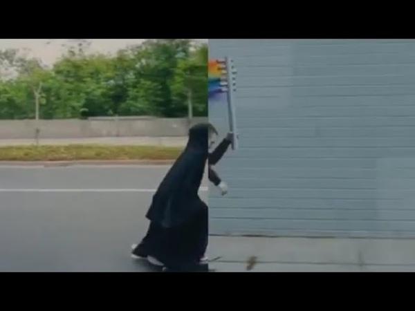 Çarşaflı müslüman kadını LGBT bayraklı cinsiyetsiz alçaklara dönüştürülüyor ! Nike resmi reklamı bu!