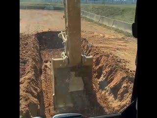 Оператор видит на экране как глубоко он копает - Заметки строителя