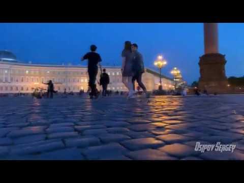 Несколько тысяч человек на мосту Питер Санкт Петербург Прогулка по городу Белые ночи 2020