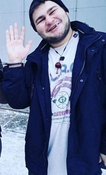 Полицейские убили парня электрошокером, попытавшись разбудить. 24-летний Дмитрий Харченко из Иркутска возвращался домой на такси в состоянии алкогольного опьянения и по пути уснул. Водитель