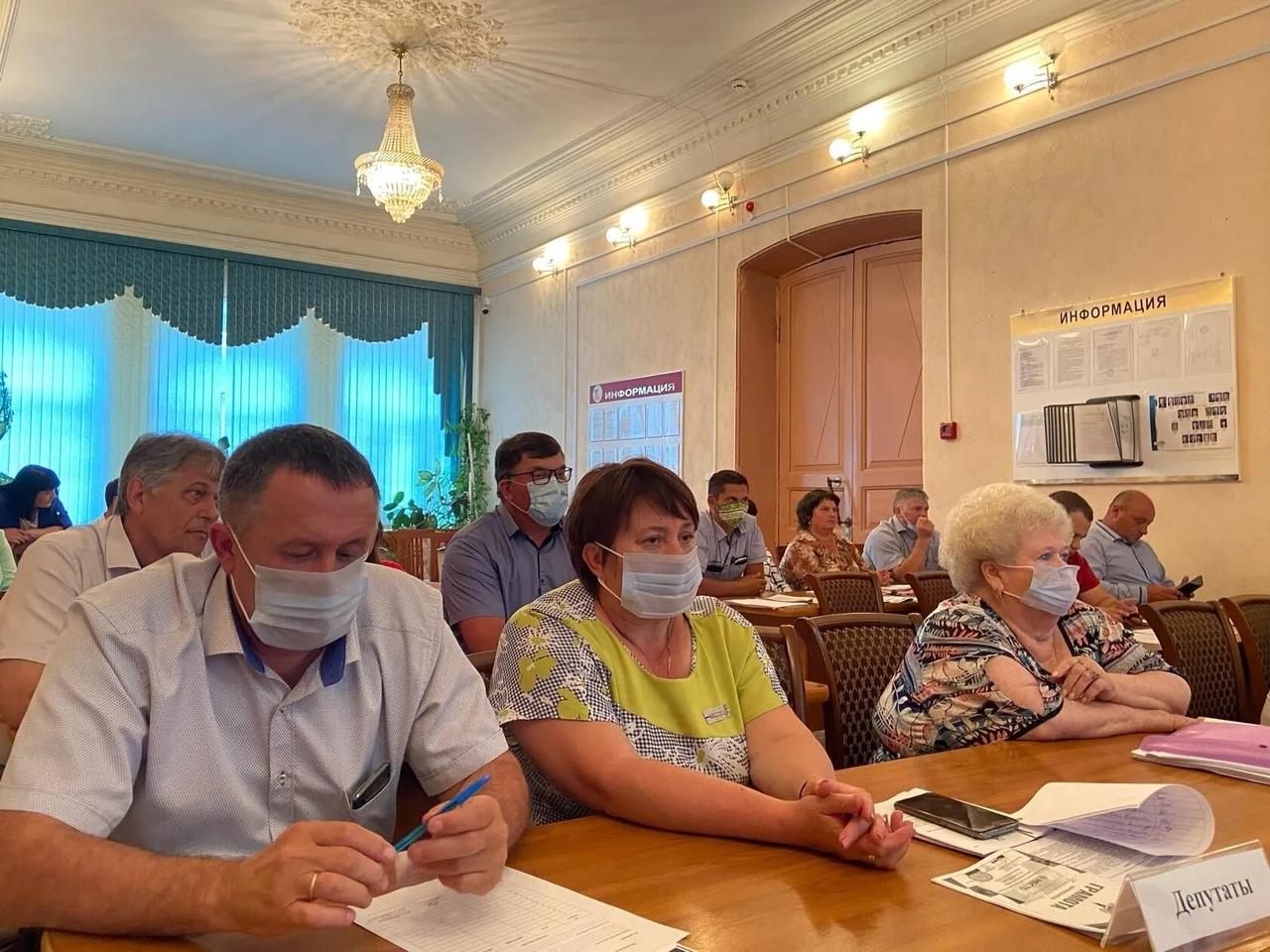 Депутаты Петровского районного Собрания внесли изменения в бюджет муниципалитета