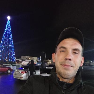 Konstantin, 32, Molodohvardiys'k
