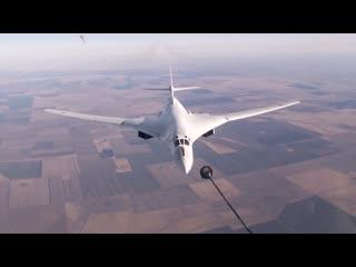 Воздушная дозаправка Ту-160 в Саратовской области