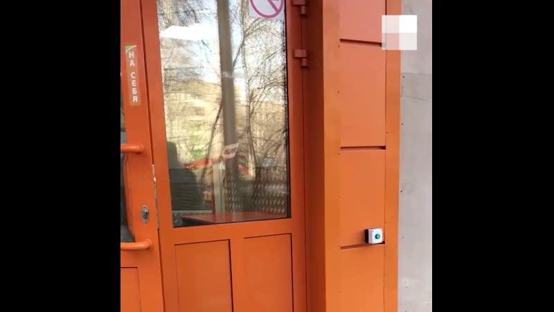 В Екатеринбурге охранник брызнул в лицо 16 летней девочке газом из баллончика
