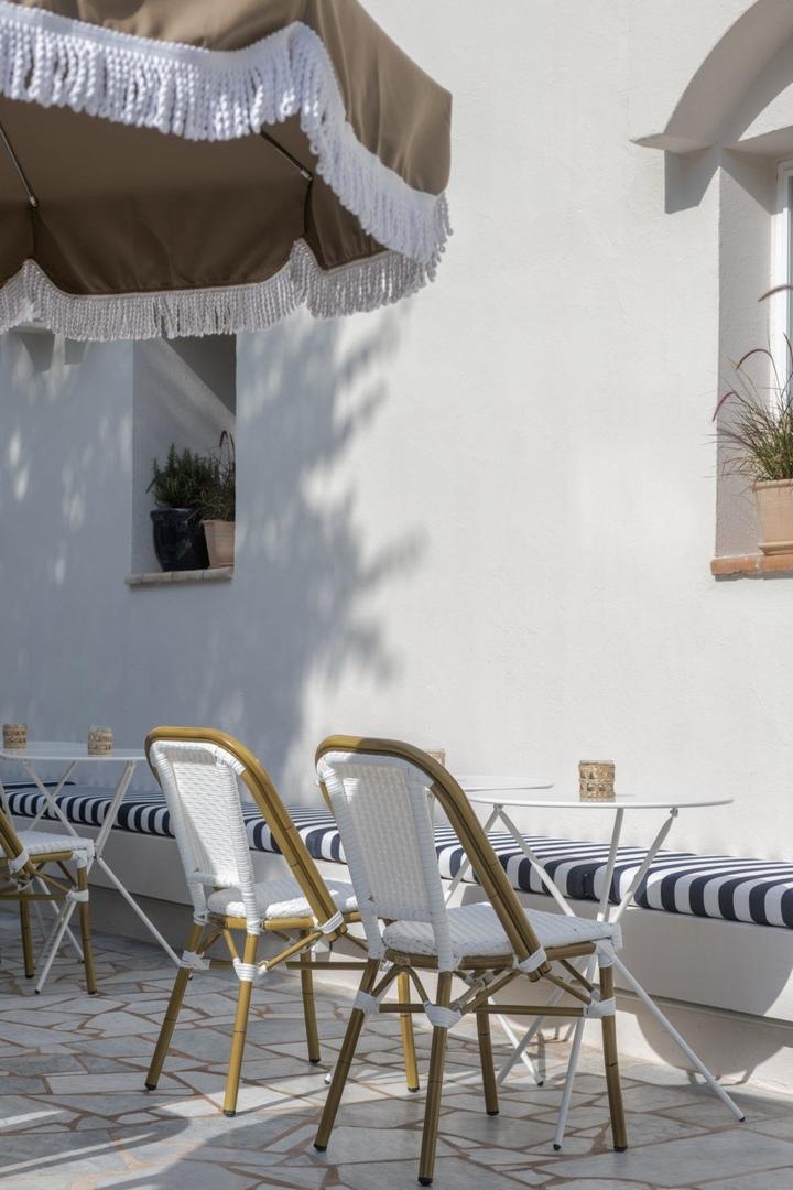 Беззаботный интерьер отеля Le Sud на юге Франции