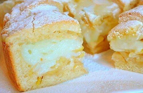 Потрясающий Яблочный пирог На Тесто нужно:1 яйцо2 ст. ложки сметаны180 гр. сливочное масло150 гр. сахар0,5 ч. ложки разрыхлителящепотка соли360 гр. мукаКрем:350 мл молока1 яйцо2 ст. ложка