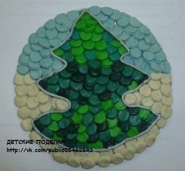 ИНТЕРЕСНАЯ ИДЕЯ от Светланы Бондаревской Мозаика из пластилиновых кружочков, вырезанных колпачком от фломастера. Таким образом можно на картонной основе красиво выложить практически любой