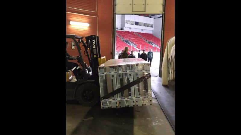 На арену Трактор прибыла новая хоккейная бортовая система