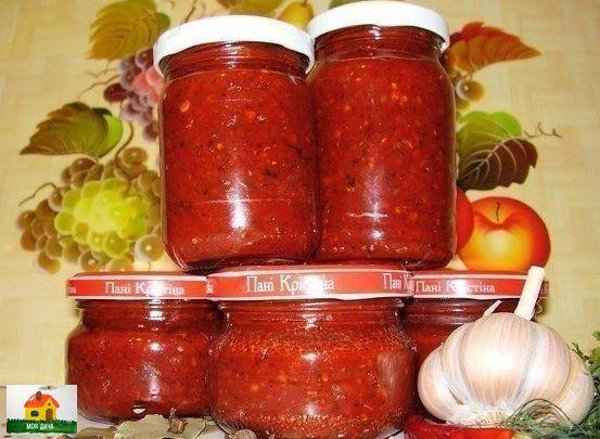 Аджика домашняя. ОЧЕНЬ ВКУСНАЯ! 2,5 кг помидоров, 1 кг моркови, 1 кг красного , сладкого перца.Все подготовленные продукты пропустить через мясорубку. Добавить 1 стак. раст. масла, 1 стак.